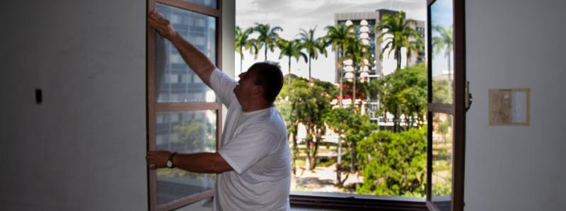 Presos trabalham na restauração da futura Casa do Patrimônio, um dos prédios do Circuito Liberdade