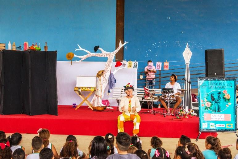 Inspirado na poesia de cordel, grupo Parangolé (BH) faz apresentação gratuita em Santa Maria de Itabira.