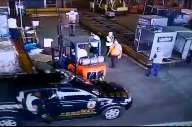 Polícia localiza ambulância que pode ter sido usada em roubo de ouro