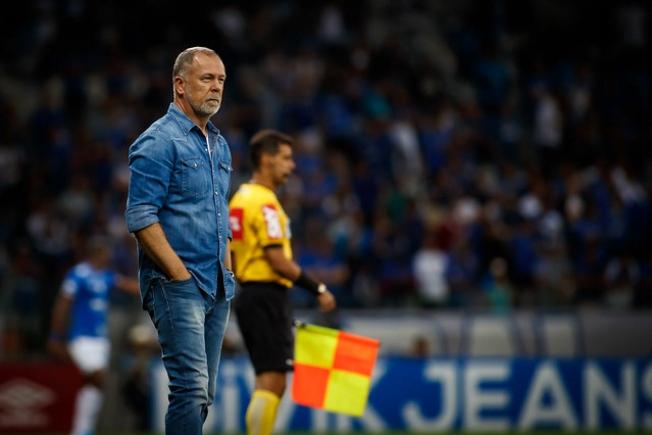Após derrota para o Internacional, Mano Menezes deixa o Cruzeiro