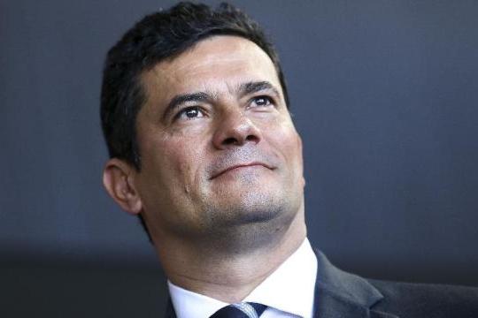 Moro segue como o ministro mais bem avaliado e supera Bolsonaro em 25 pontos
