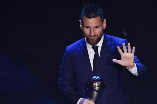 Messi desbanca Cristiano Ronaldo e Van Dijk e é eleito o melhor do mundo pela sexta vez