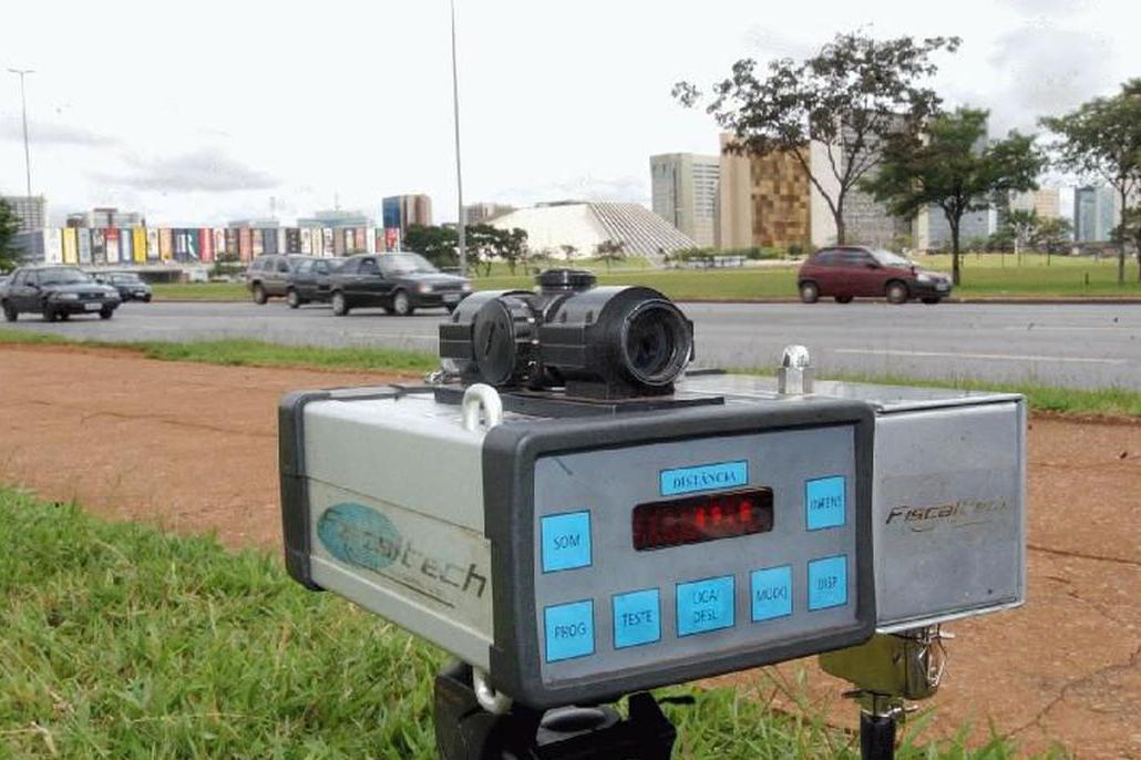 Bolsonaro determina que AGU recorra da decisão que autoriza uso de radar em rodovias