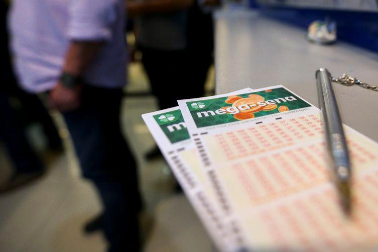 Mega-Sena acumulada sorteia prêmio de R$ 105 milhões nesta quarta-feira
