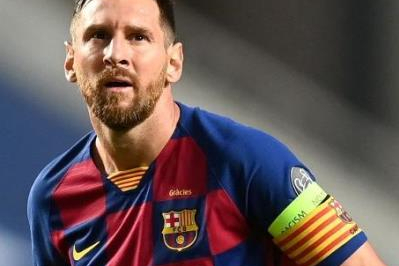 Messi anuncia permanência no Barcelona
