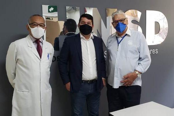 Após viabilizar 40 máquinas de hemodiálise, deputado federal visita HNSD em Itabira