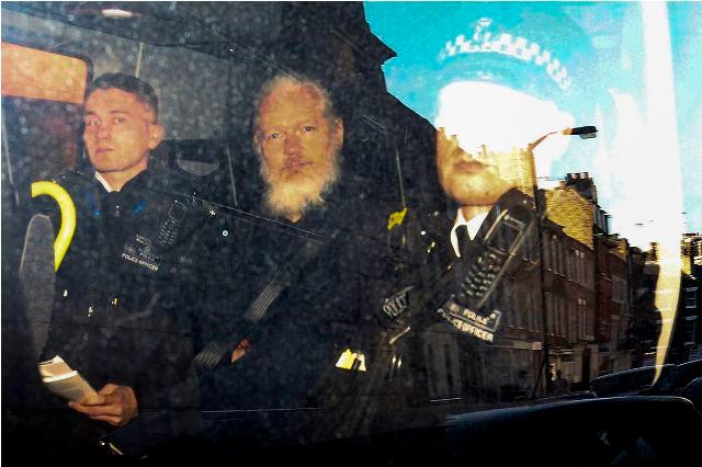 Governo britânico assina pedido de extradição de Julian Assange