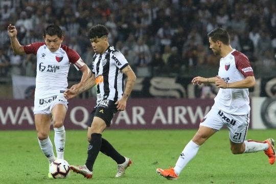 Atlético-MG perde nos pênaltis e dá adeus à Sul-Americana