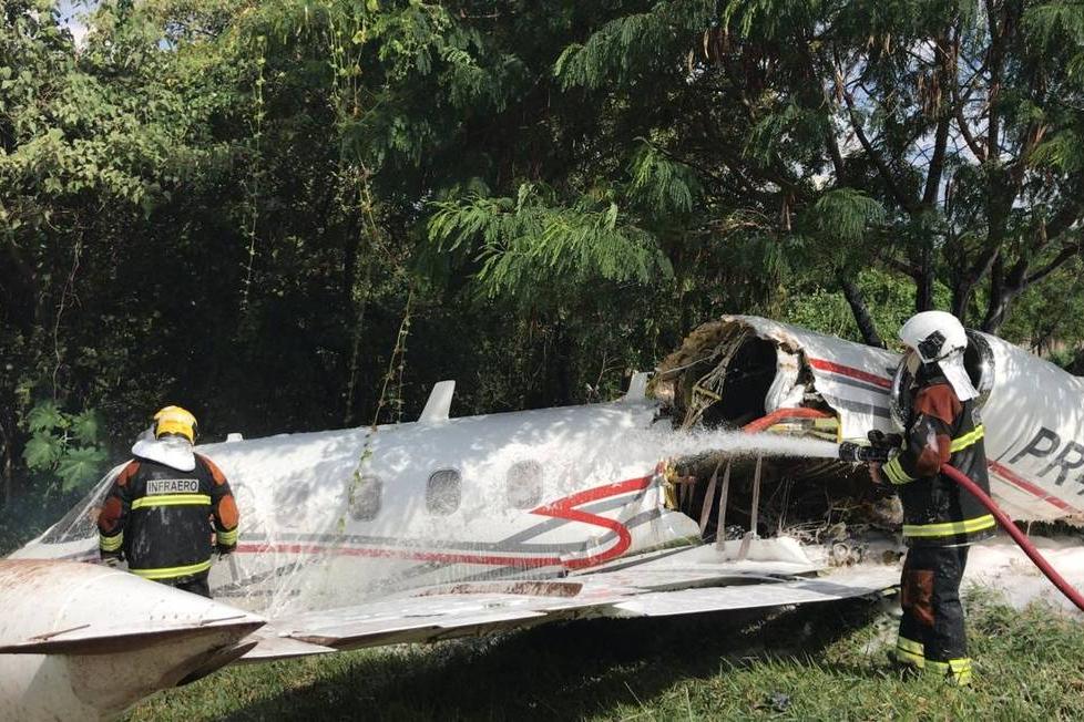 Avião cai no Aeroporto da Pampulha, em Belo Horizonte