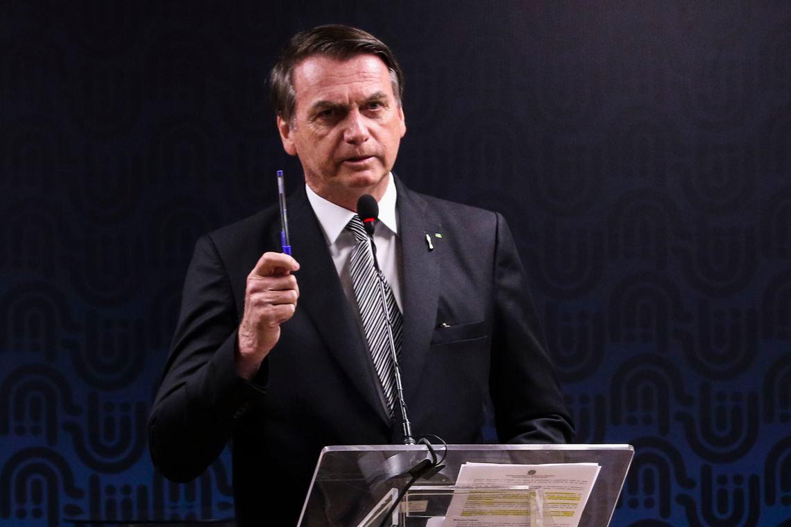 """Bolsonaro afirma que vai indicar ministro """"terrivelmente evangélico"""" para o STF"""