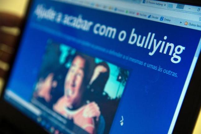 IBGE: um em cada dez estudantes já foi ofendido nas redes sociais