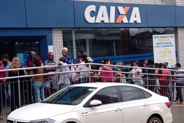 Prefeitura multa agência da Caixa Econômica Federal por aglomeração em fila