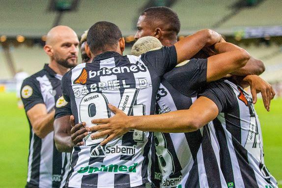 Com gol no último lance, Ceará bate Atlético-MG em Fortaleza