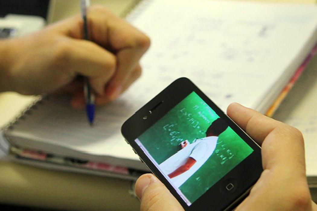 Celular é a principal ferramenta de estudo e trabalho na pandemia