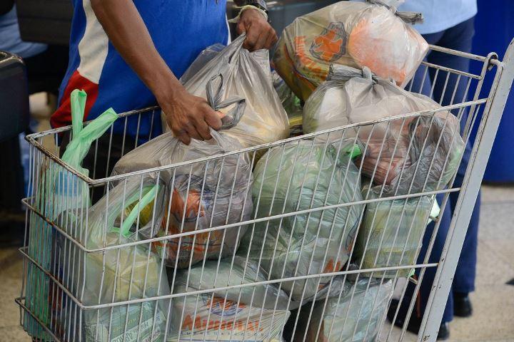 Custo da cesta básica sobre em 11 capitais, diz Dieese