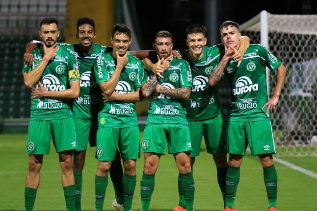 Série B: Chapecoense garante volta à elite do futebol brasileiro