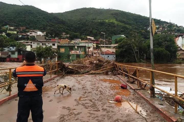 Sobe para 50 o número de mortes causadas pelas chuvas em Minas Gerais