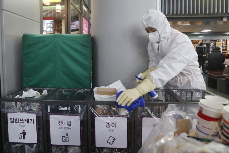OMS admite que errou em relatório e eleva avaliação de risco internacional do coronavírus