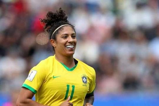 Com três de Cristiane, Brasil bate a Jamaica na estreia da Copa