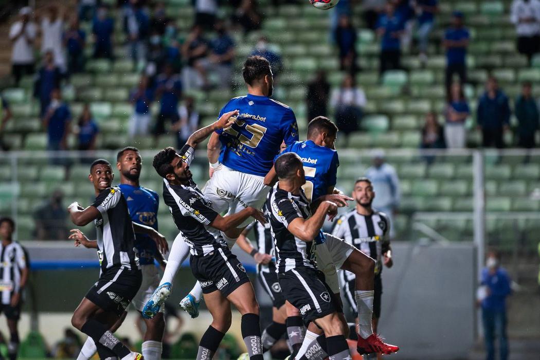 Goleiros brilham e Botafogo e Cruzeiro empatam