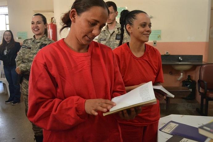 Detentas de Carmo do Paranaíba participam de projeto de remição pela leitura