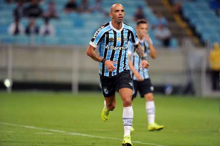 Atlético-MG faz sondagem para tirar Diego Tardelli do Grêmio