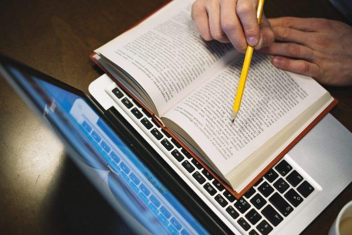 Capes abre inscrições para cursos de aprimoramento profissional