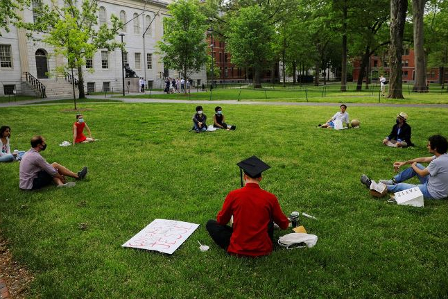Governo dos EUA desiste de medida que barrava estudantes estrangeiros