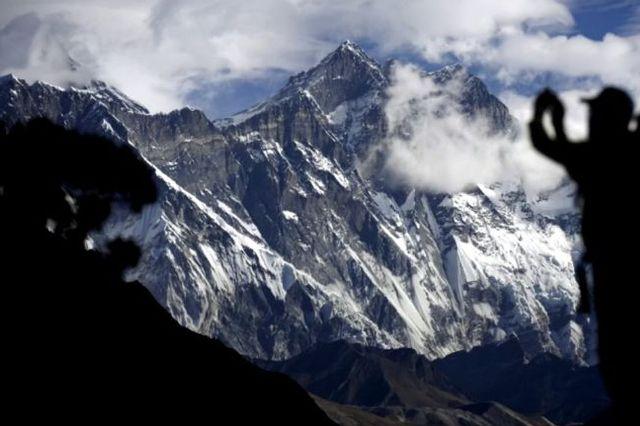 Alpinista britânico morre ao escalar o Monte Everest