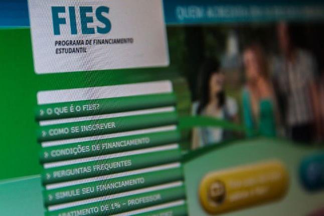 FNDE prorroga prazo para renovação de contratos do Fies