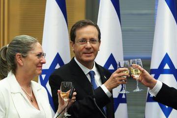 Ex-político de centro-esquerda, Herzog é eleito presidente de Israel