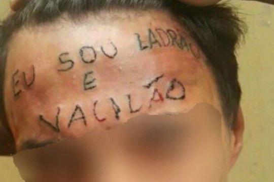 Jovem com frase 'eu sou ladrão e vacilão' tatuada na testa é condenado a 4 anos preso