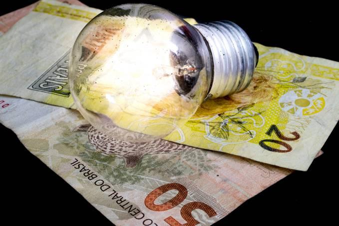 Romeu Zema anuncia condições especiais de parcelamento de conta de água e luz para comerciantes e baixa renda