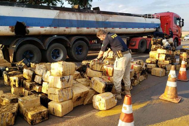 PRF apreende quase 3 toneladas de maconha no Paraná