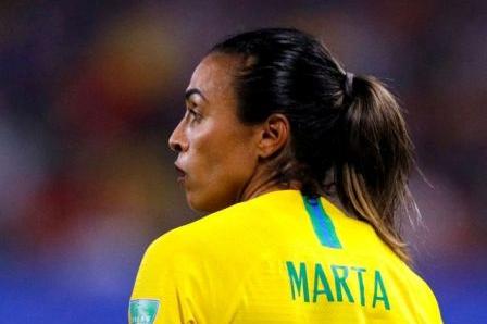 Marta lamenta derrota e pede que jogadoras se preparem melhor