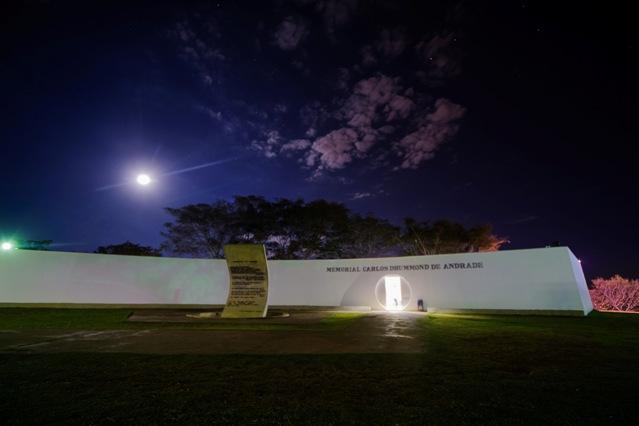 Biblioteca Maria Julieta, no Memorial Carlos Drummond de Andrade, é alternativa para empréstimo de livros