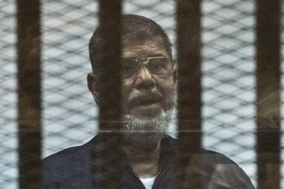 Ex-presidente egípcio morre durante audiência em tribunal