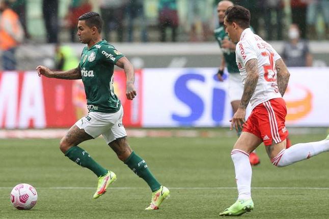 Palmeiras vence Internacional e retorna ao G4 do Brasileiro