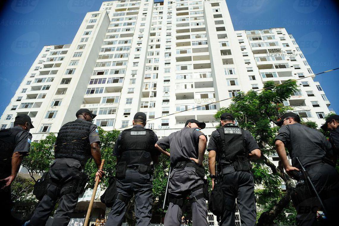 Jair Bolsonaro sanciona lei que extingue prisão disciplinar para PMs e bombeiros