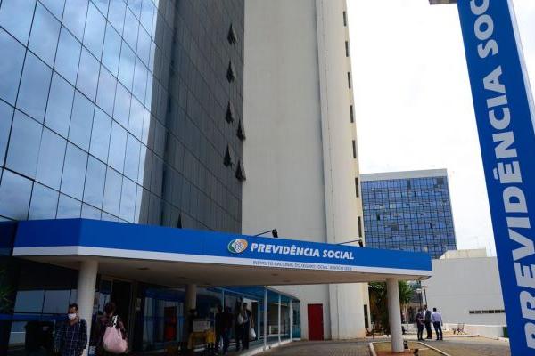Prova de vida para segurados do INSS é suspensa até fim do ano