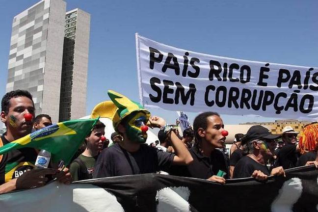 As ruas se calaram, mas a corrupção não!