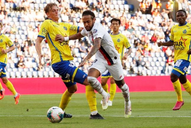 Neymar dá show em goleada do PSG no amistoso contra Waasland-Beveren