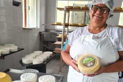 Produtora de Queijo Minas Artesanal de Tapira é pioneira ao conquistar selo para venda nacional