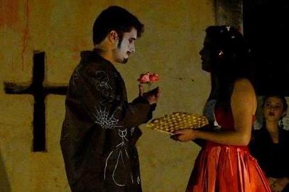 """Largo de São Francisco, em Ouro Preto, se transforma em palco para o espetáculo  """"A História do Amor de Romeu e Julieta"""",  de Ariano Suassuna"""