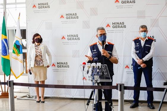 Romeu Zema entrega respiradores para tratamento da covid-19 em Itabira
