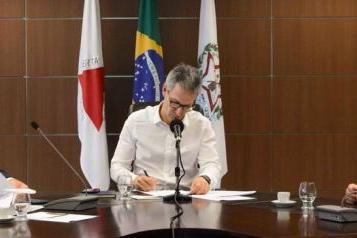 Romeu Zema assina protocolo de investimentos de R$ 523 milhões em energia fotovoltaica