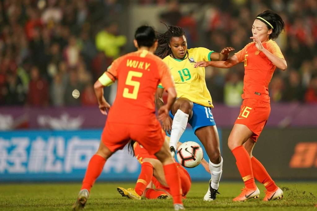 China derrota Brasil nos pênaltis e leva título feminino internacional