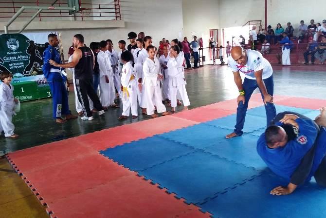 Cerca de 100 crianças e adolescentes participam do 1º Festival de Artes Marciais Kids e Teens no Morro D'Água Quente