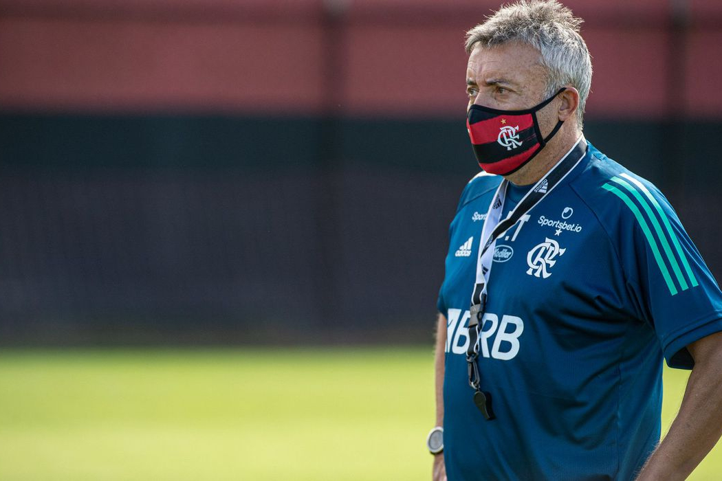 Após sofrer duas goleadas, Flamengo demite técnico Domènec Torrent