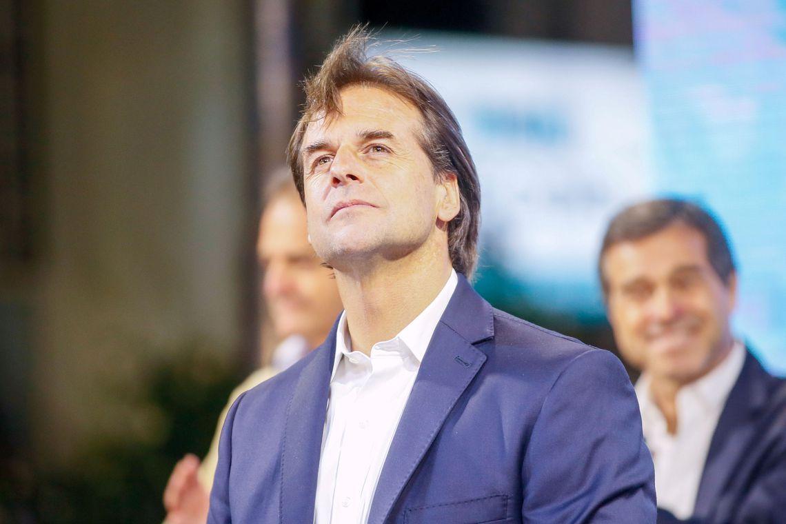 Governo de transição começa hoje no Uruguai